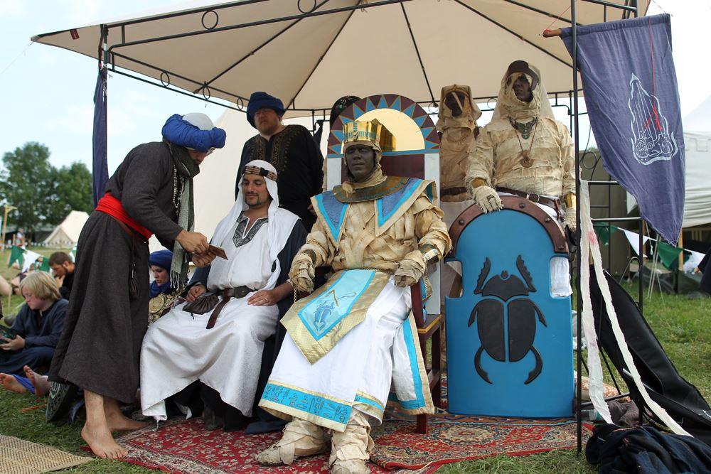 Die Mumien mit ihrem großen Anführer, dem Pharao.
