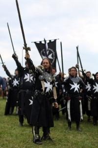 Hauptmann einer Gruppe italienischer Ritter mitsamt Gefolge.