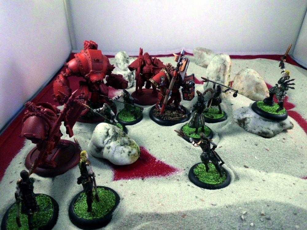Das Wyldefolk aus Godslayer tritt gegen einige Kampfroboter aus Warmachine an.
