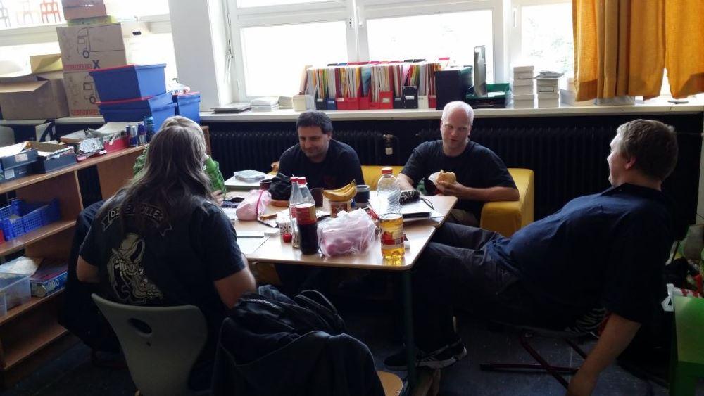 Rollenspiel in Klassenräumen.