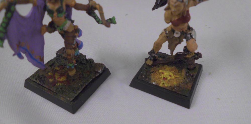 Die Bases der Amazonen aus Freebooter's Fate geben einen Einblick in die Möglichkeiten von mit der Figur gelieferten, bereits gestalteten Bases.]