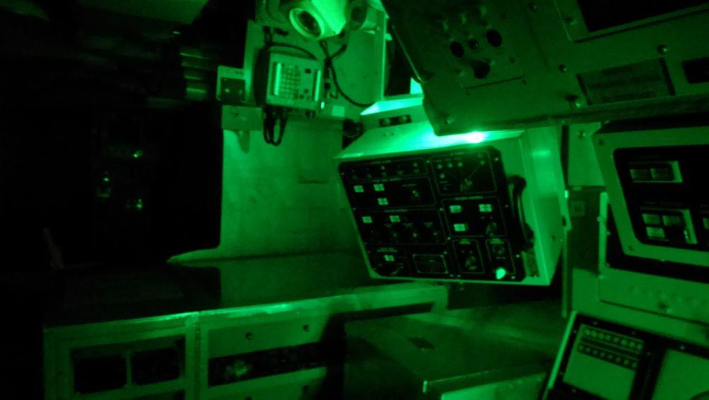 Besonders an Bord eines Raumfrachtes kann die Atmosphäre bedrückend werden