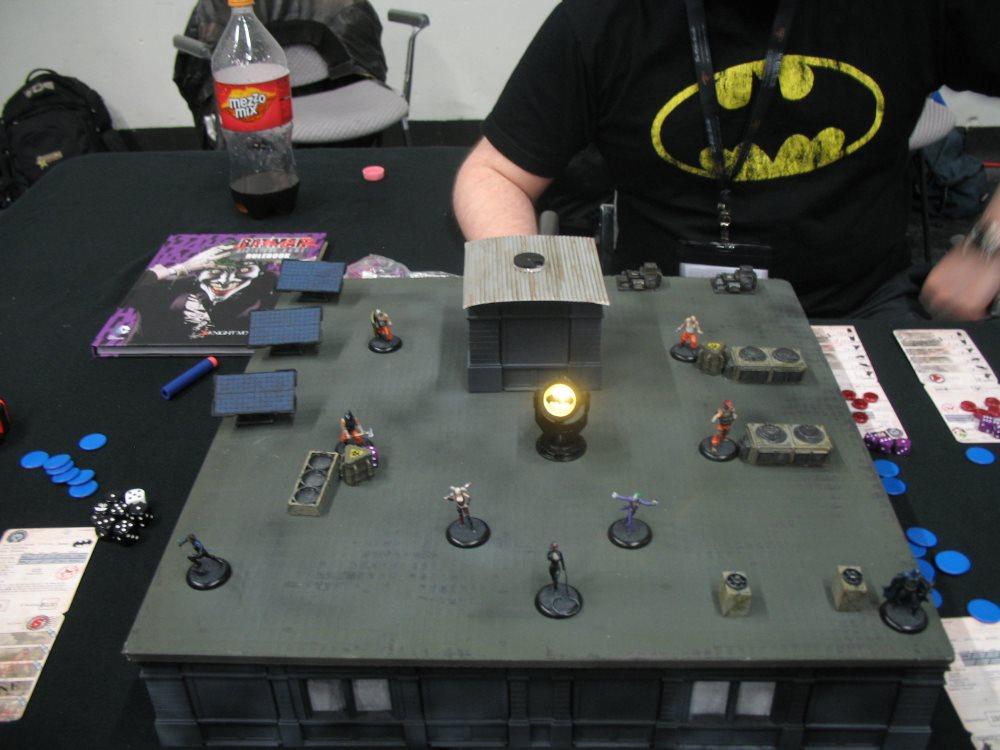 Höhepunkt des schlichten Batman-Tisches war der ein- und ausschaltbare Strahler für das Batman-Logo