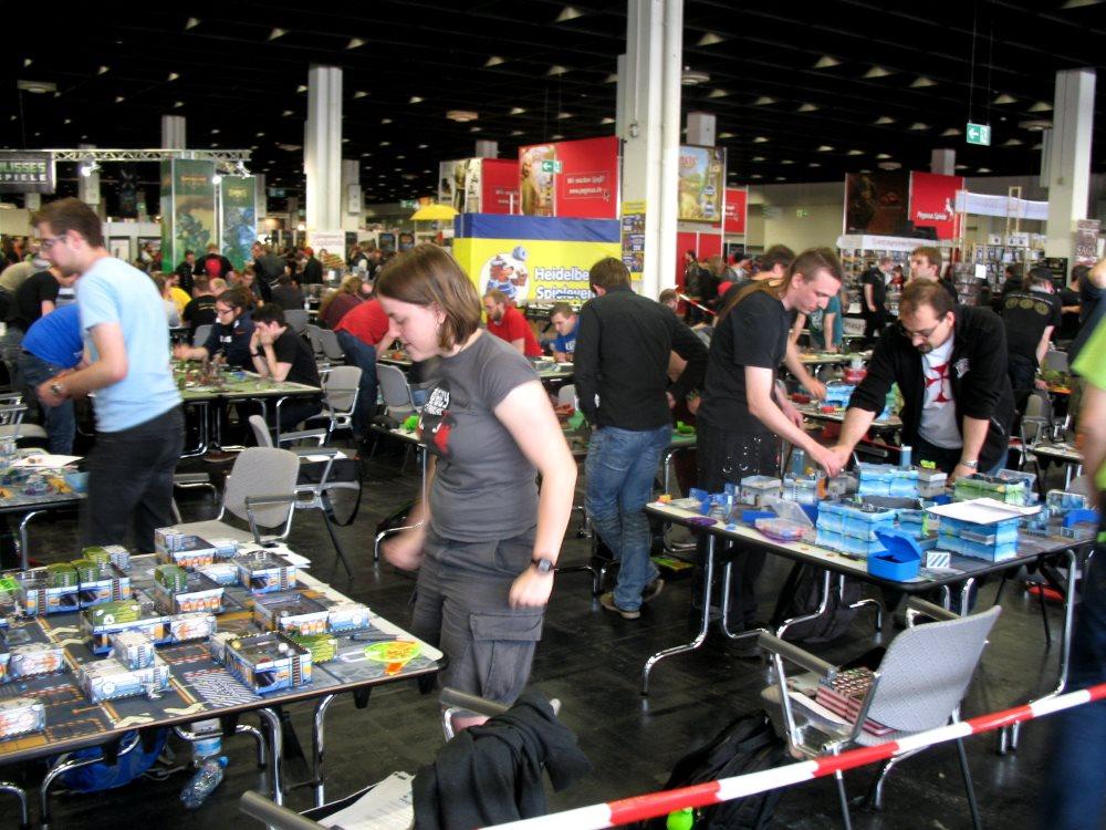 Die farbenfrohen Spieltische des Infinity-Turniers