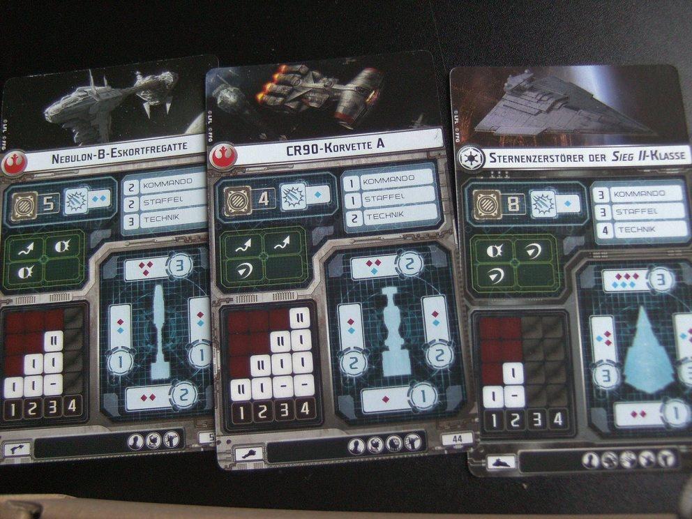 Die Karten aller Schiffe in der Grundbox - Die Schubtabelle ist gut zu sehen