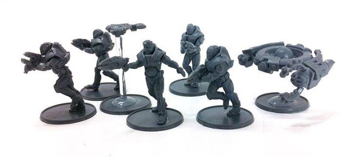 So sehen gebaute, unbemalte Miniaturen der Concord-Fraktion aus dem Starter aus.