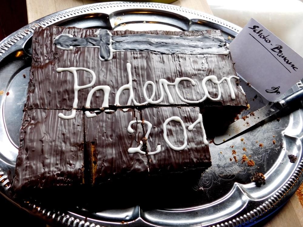 """Kuchen für die Con. Die """"6"""" von 2016 ist schon aufgegessen."""