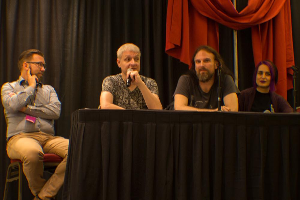 Weitere Mitglieder von White Wolf Entertainment.  vlnr: Tobias Sjögren (CEO) / Karim Muammad (Emmy Gewinner für Interaktives Storytelling) / Martin Ericson (Lead Storyteller) / Dhaunae de Vir (Tremere und Managerin)
