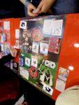 Yomi, auf den als Spielmatten gestalteten Postern, die es für die Besucher der Messe gab.